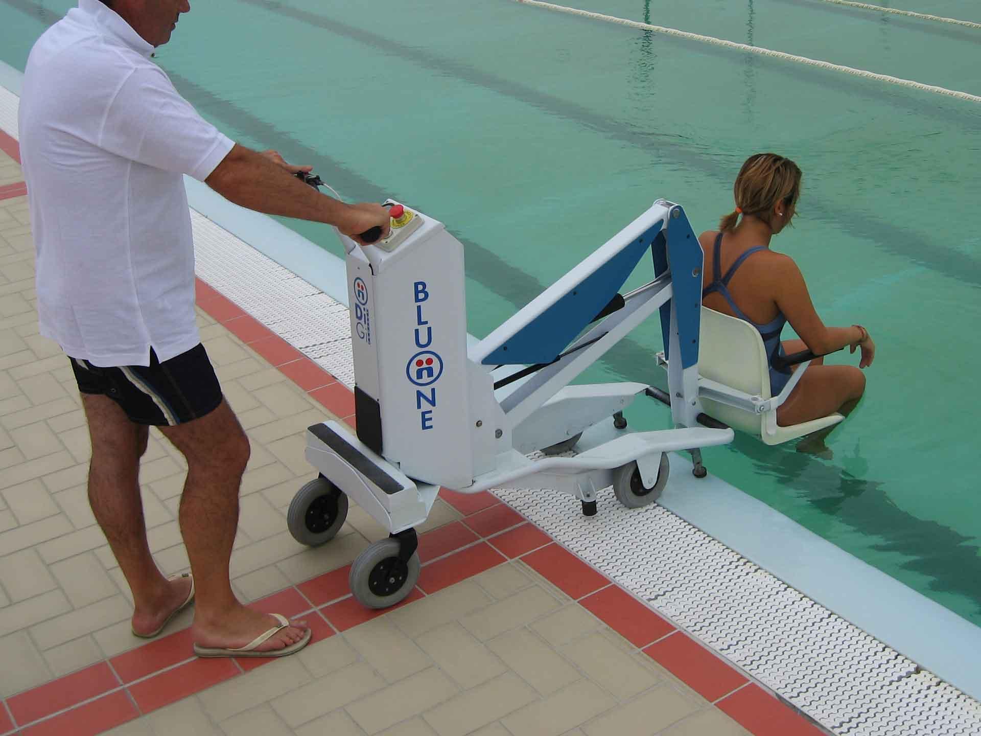 Location elevateur mobile piscine bluone pmr handicapes for Piscine portable