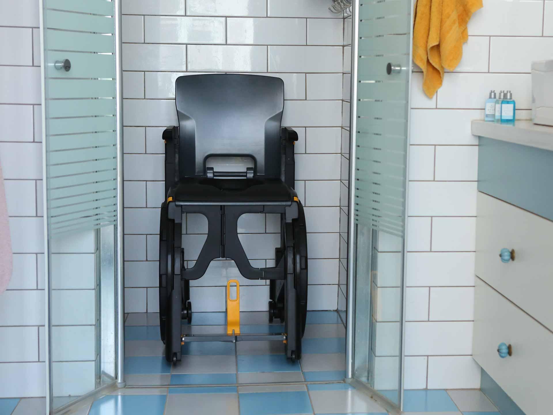Louer fauteuil d'aisance en plastique WhelAble