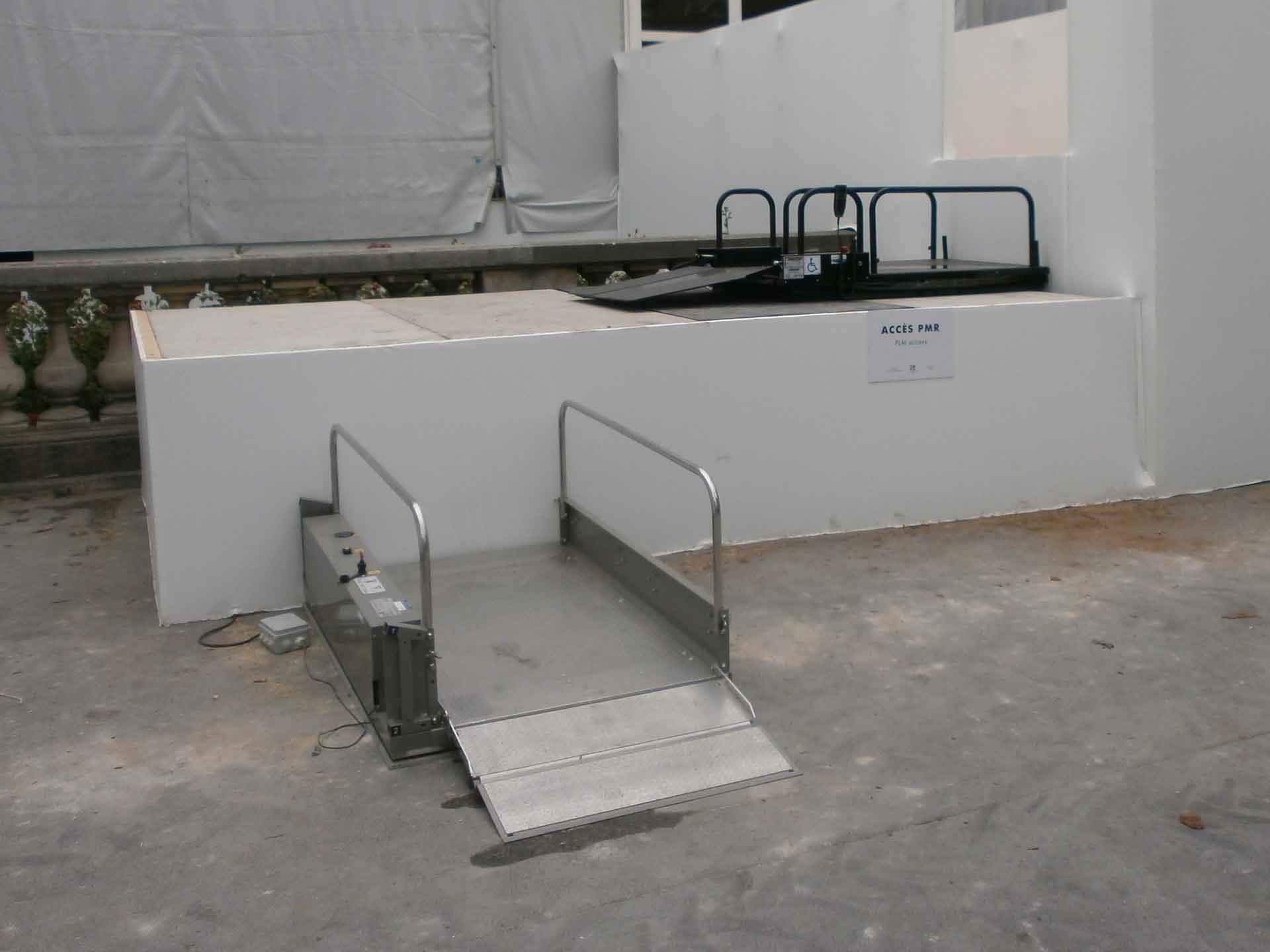 Location plateforme élévatrice électrique Hélios, idéal pour les accès des pmr et des handicapés pour vos évènements