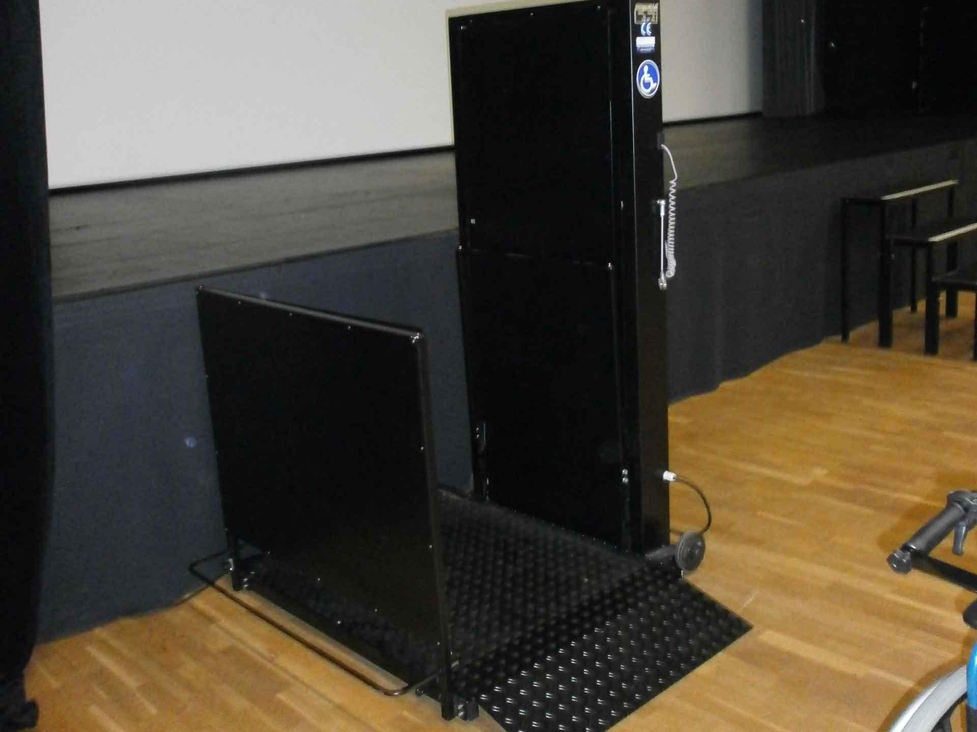 location-plateforme-elevatrice-electrique-orion-pmr-handicape ...