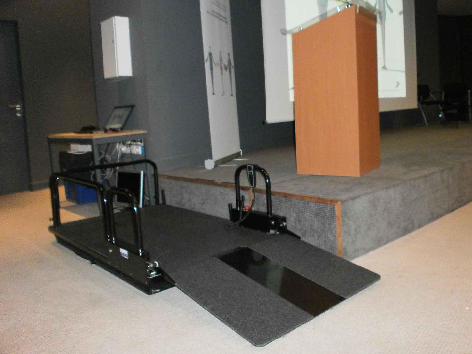 Location de plateforme élévatrice électrique pour pmr et handicapés, idéal pour évènements, salons, séminaires, manifestations.