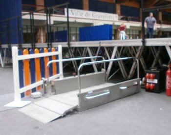 Location de plateforme élévatrice verticale pour pmr et personnes handicapées, modèle Hélios