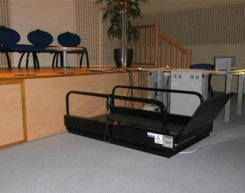 location plateforme l vatrice acc s sc ne pour prm et handicap s. Black Bedroom Furniture Sets. Home Design Ideas