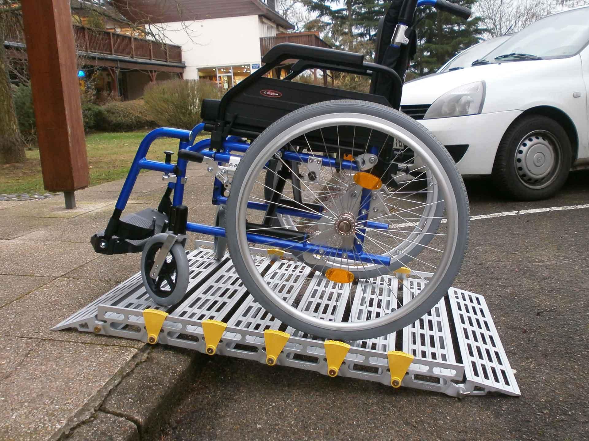 Location de rampe modulable en aluminium pour fauteuil et scooter - pmr et handicapé