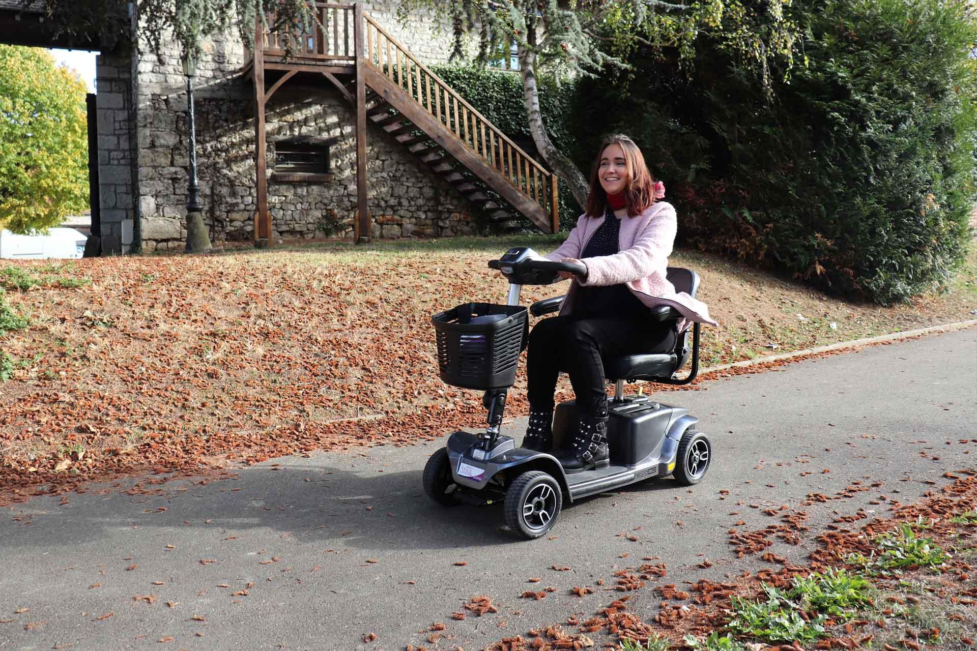Location de scooter électrique modèle REVO pour pmr et handicapé à Paris et France