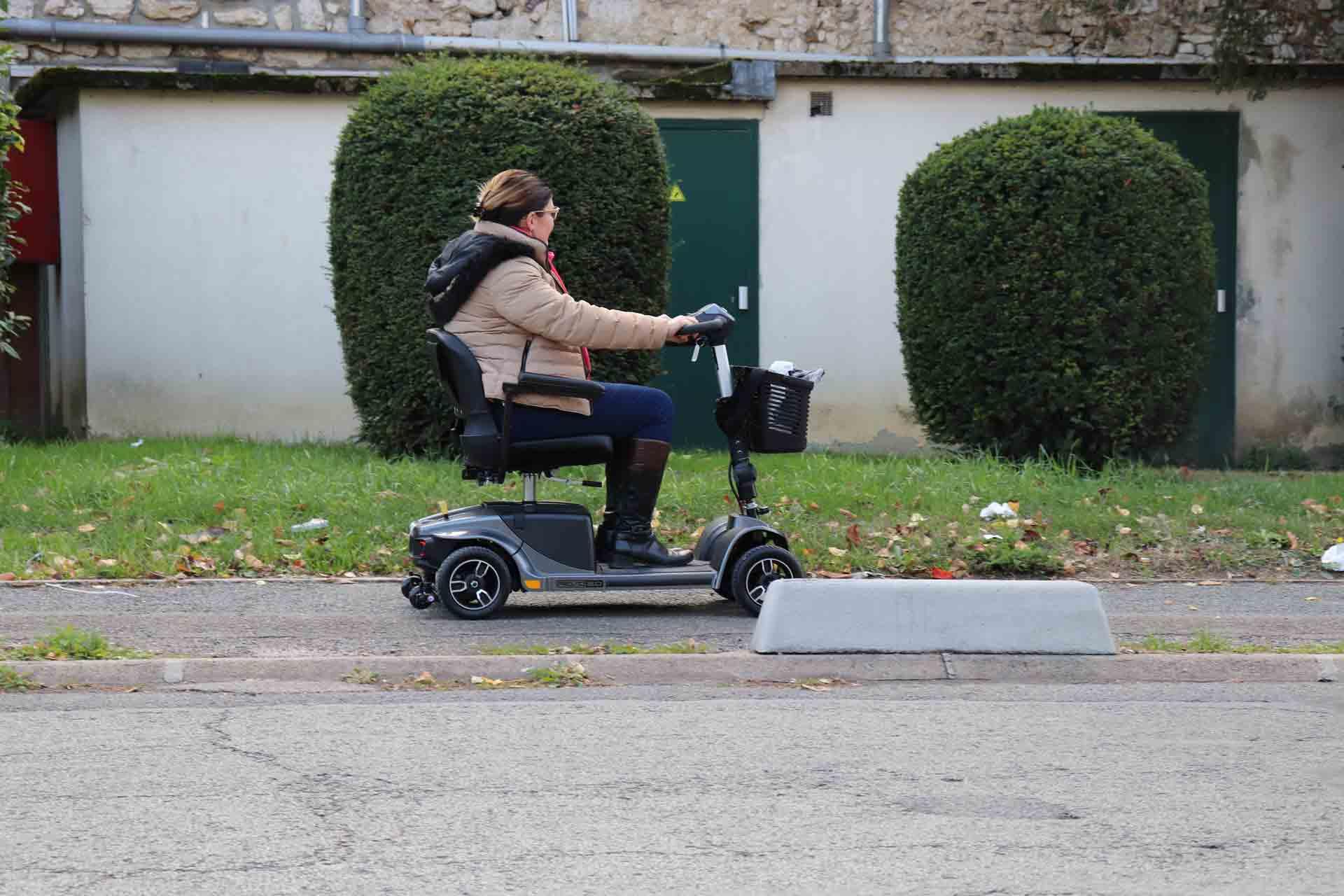 Location scooter électrique modèle REVO pour pmr à Paris et France