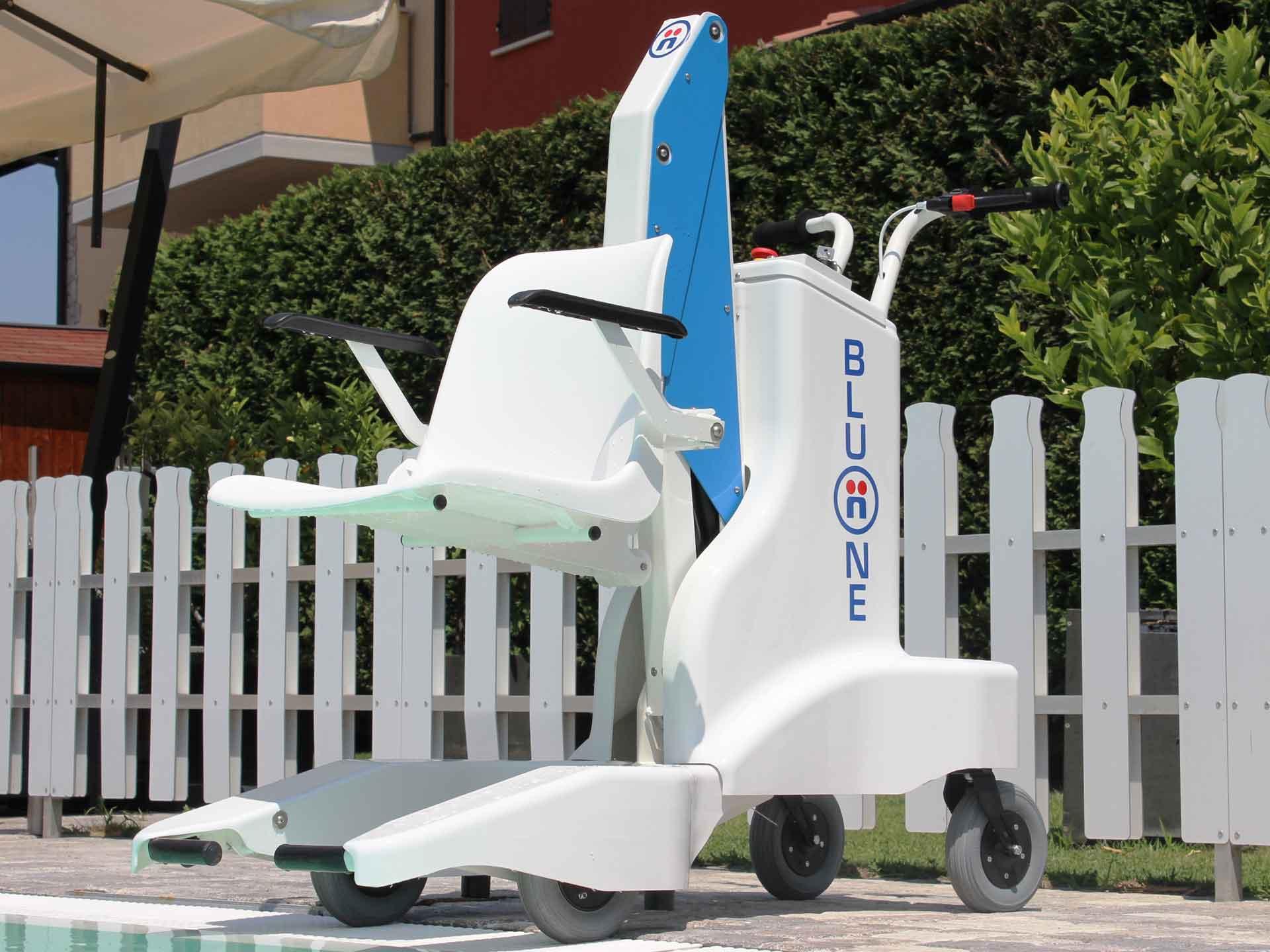 Locationr elevateur mobile piscine bluone pour handicapes for Piscine adaptee handicap