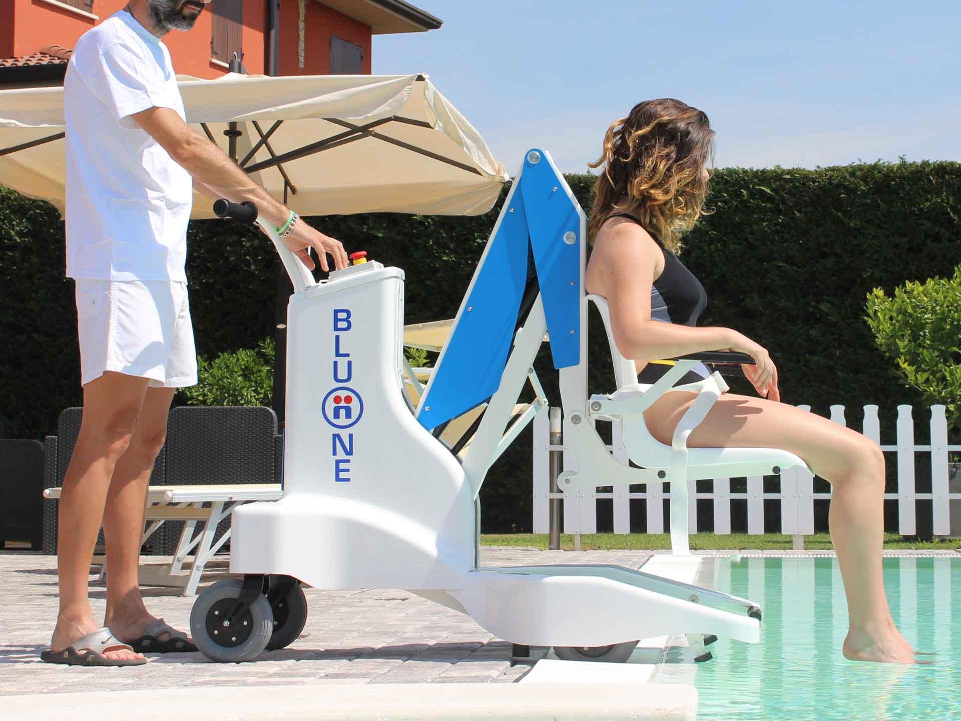Louer elevateur mobile piscine bluone pmr handicapes for Piscine mobile louer