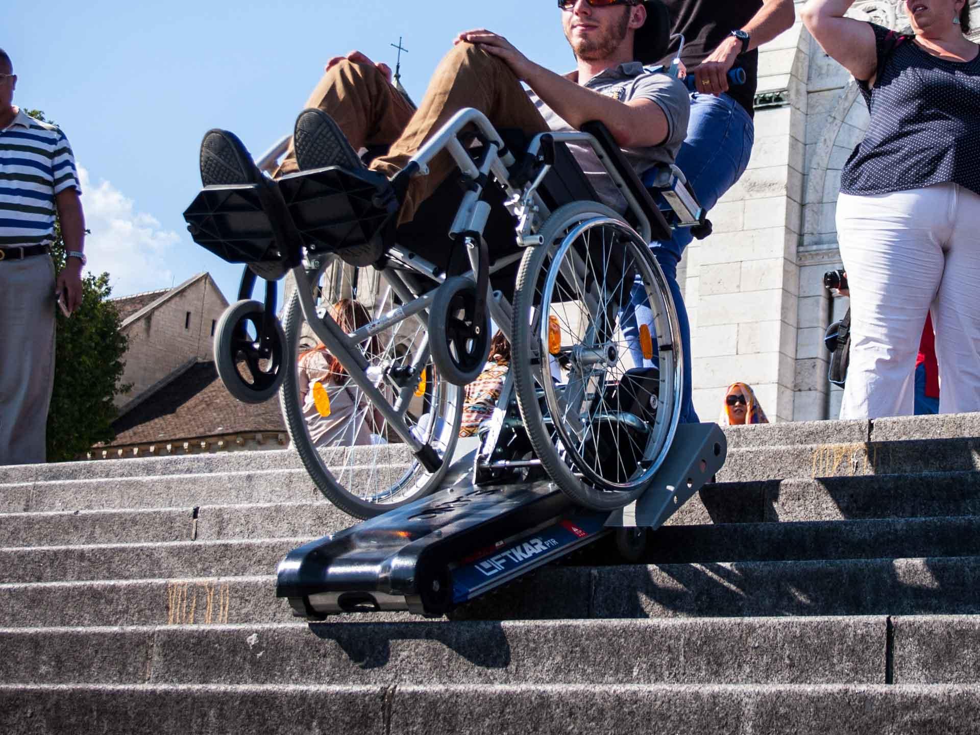 Louer un monte-escaliers à chenillettes pour pmr ou handicapé