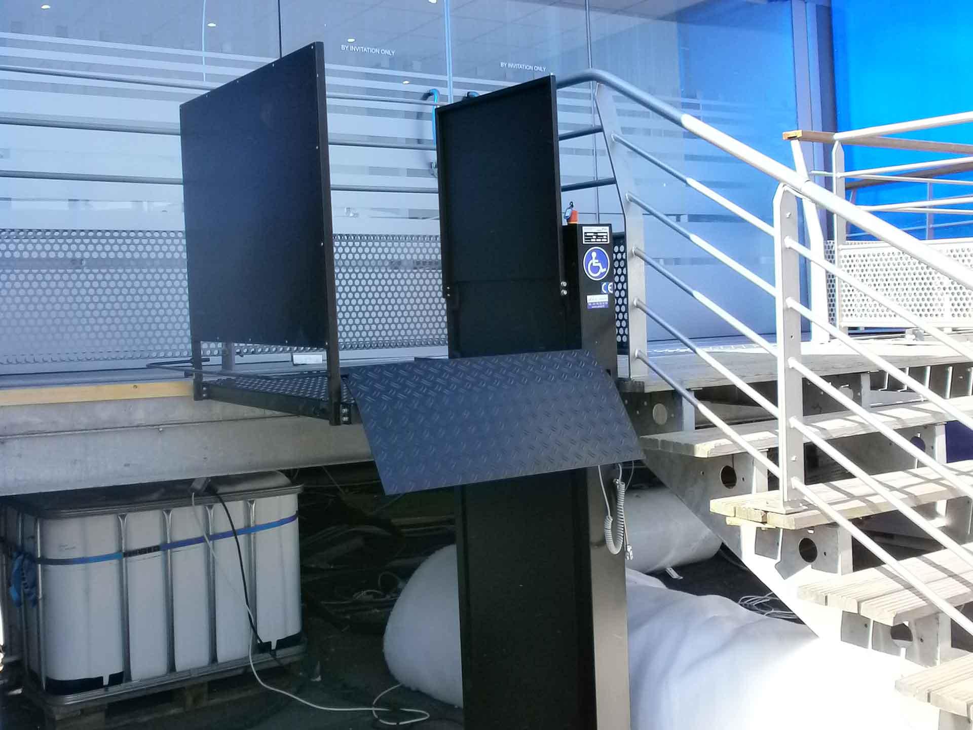 Louer une plateforme élévatrice électrique Orion pour les accès pmr et handicapés à vos évènements