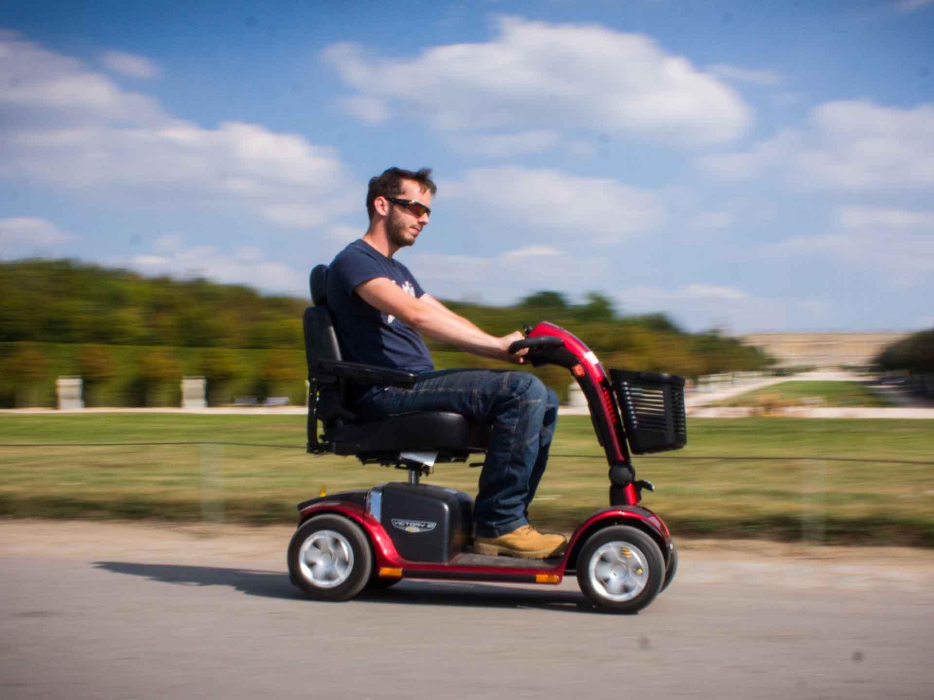 Louer scooter électrique pour handicapé et pmr, pour votre voyage touristique ou visite